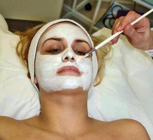 Czy lotnicy chodzą do kosmetyczki – z jakich zabiegów skorzystać?