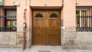 Poszukiwania bezpiecznych drzwi zewnętrznych