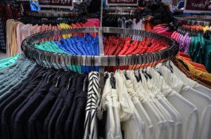 Kupowanie odzieży w sklepie internetowym