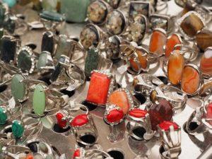 Biżuteria na prezent – ozdoby z krzemienia pasiastego