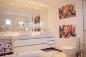 Ciekawe rozwiązania szafek łazienkowych