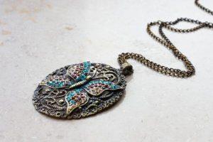 Artystyczna biżuteria w kształcie motyla