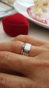 Rośnie sprzedaż srebrnych pierścionków