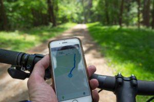 Korzystanie z telefonu podczas jazdy rowerem