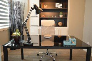 Czym kierować się przy zakupie krzeseł biurowych?