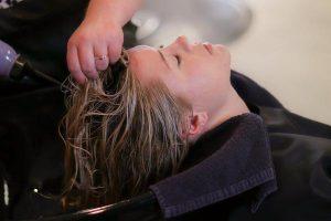 Jak pielęgnować przedłużone włosy?