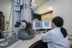 Mikroskop badawczy z obrazem cyfrowym