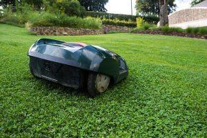 Nowoczesne roboty do koszenia trawy