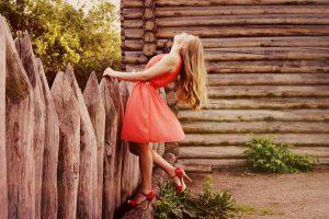 Modele letnich sukienek bez ramiączek