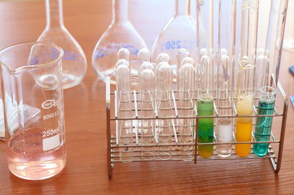 chemia-zalecane-pomoce-dydaktyczne.jpg